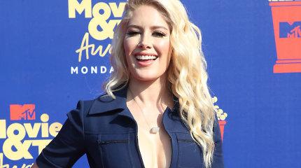 Ant MTV televizijos apdovanojimų raudono kilimo – būrys garsenybių