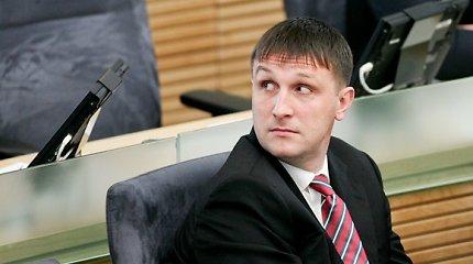 Buvusį Seimo narį Aleksandrą Sacharuką pasivijo teisėsaugos įtarimai dėl seno balsavimo vietoj Lino Karaliaus