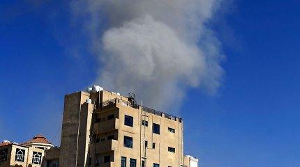 Jemeno sostinę sudrebino aviacijos smūgiai, Rijadas prisiėmė atsakomybę