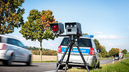"""Kilo diskusija: ar policija jau naudoja naujus """"trikojus"""" greičio matuoklius ir ar juos fiksuoja radarų detektoriai?"""