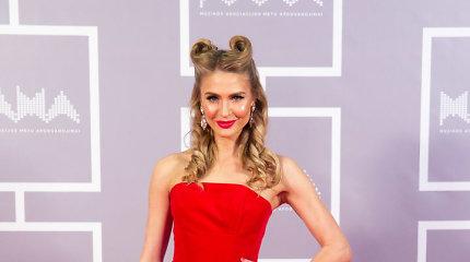 """Modelis Simona Starkutė dėl apdovanojimų įsispraudė į siaurą korsetą: """"Grožis reikalauja aukų"""""""