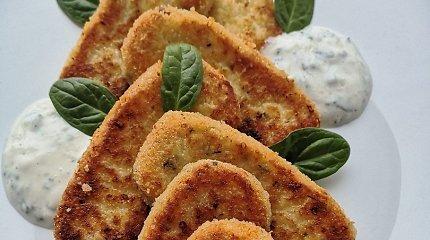 """""""Aurimėlio virtuvės"""" receptas: varškės ir mocarelos """"piršteliai"""" su česnakiniu padažu"""