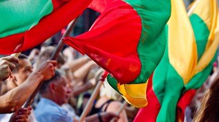 Patriotizmas šiuolaikiniame lietuvių mene: nuo apolitiškumo muzikoje iki saldybių kine