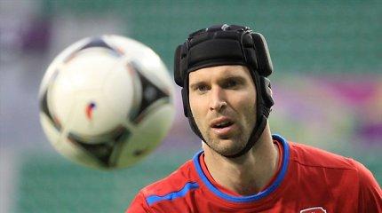 Kontrolinėse rungtynėse Petro Čecho rekordas ir Lionelio Messi trauma