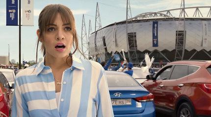 """""""Hyundai"""" sukūrė reklamą futbolo čempionatui: kartu su """"Maroon 5"""" apdainuoja saugumo sistemas"""