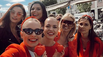 Raudonai pasipuošusios žinomos moterys kvietė tikrintis sveikatą