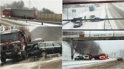Sniegas Vilniuje ir Kaune eismą pavertė košmaru – pasipylė avarijos, gatvės nevalytos
