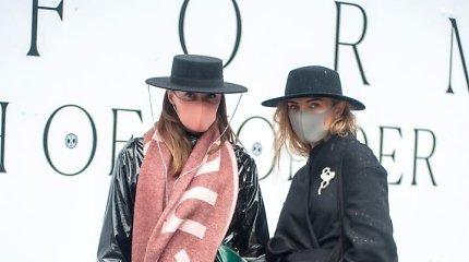 Kaukėmis pasipuošę Londono mados savaitės svečiai