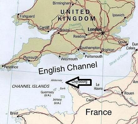 Wikimedia Commons / Public Domain pav./Aldernio sala Lamanšo sąsiauryje, tiksli salos vieta pažymėta rodykle
