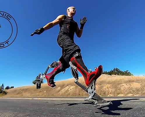 Youtube nuotr./Bioninės stručio kojos