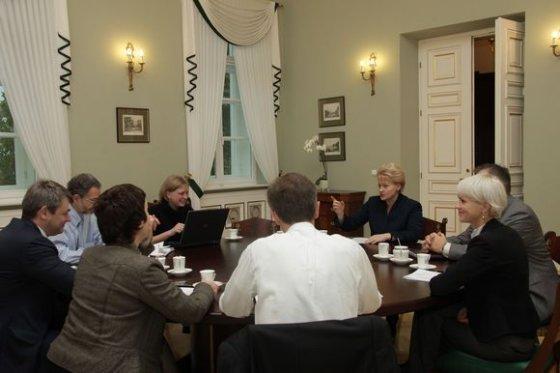 Prezidentūros nuotr./D.Grybauskaitė su patarėjais