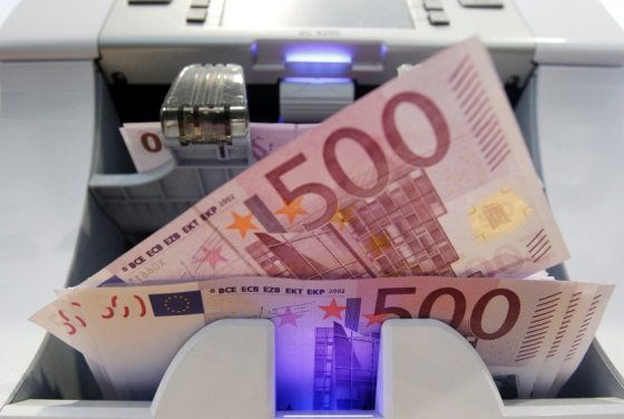 Reuters/Scanpix nuotr./500 eurų kupiūros esą dažniausiai nugula po čiužiniu ir retai išvysta dienos šviesą.