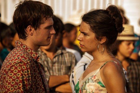 """""""ACME Film"""" archyvo nuotr./Joshas Hutchersonas ir Claudia Traisac filme """"Eskobaras: Kruvinas rojus"""""""
