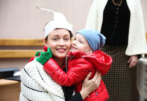 Luko Balandžio/Žmonės.lt nuotr./Aistė Jasaitytė-Čeburiak su dukra Elze