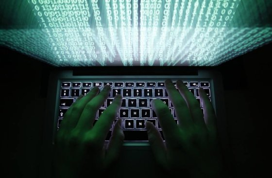 """Reuters""/""Scanpix"" nuotr./Žmogus dirba su kompiuteriu"
