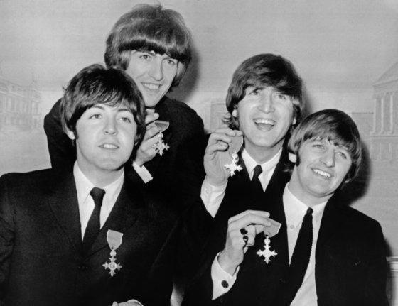 """AFP/""""Scanpix"""" nuotr./""""The Beatles"""" 1965-aisiais (iš kairės): Paulas McCartney, George'as Harrisonas, Johnas Lennonas ir Ringo Starras"""