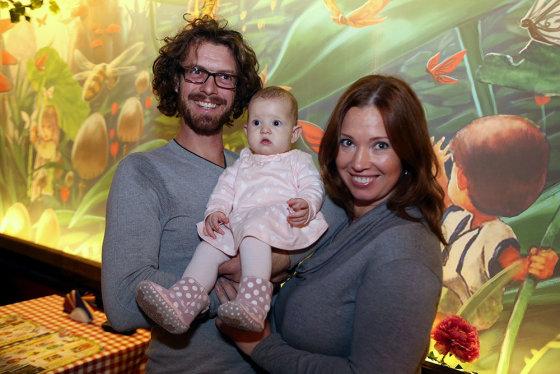 Teodoro Biliūno/Žmonės.lt nuotr./Gintarė Karaliūnaitė Canuel su dukrele Sofia ir vyru Marco André
