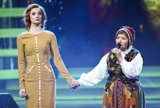 Luko Balandžio/Žmonės.lt nuotr./Aistė Lasytė su močiute Ona Česlava