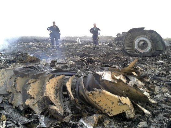 """""""Reuters""""/""""Scanpix"""" nuotr./Ukrainoje sudužęs Malaizijos laineris """"Boeing 777"""" su 295 žmonėmis numuštas iš Rusijos teritorijos?"""