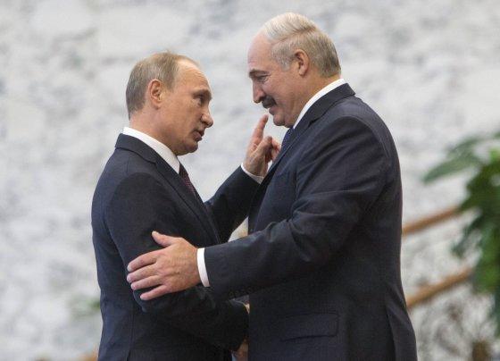 """""""Reuters""""/""""Scanpix"""" nuotr./Rusijos prezidentas Vladimiras Putinas ir Baltarusijos prezidentas Aliaksandras Lukašenka"""