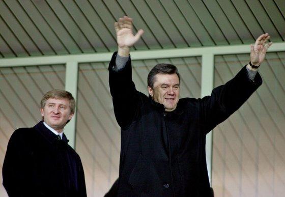 """Reuters""/""Scanpix"" nuotr./Rinatas Achmetovas su Viktoru Janukovyčium"