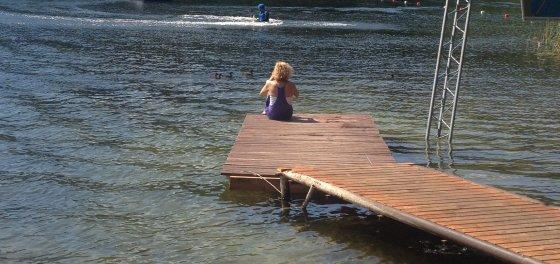 Narai ir toliau gyvena ežere, nepaisydami jame įsikūrusio adrenalino parko