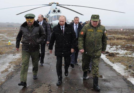 """AFP/""""Scanpix"""" nuotr./Apie hibridinį karą Rusijos generolai ir V.Putino aplinka prabilo dar 2013 metais."""