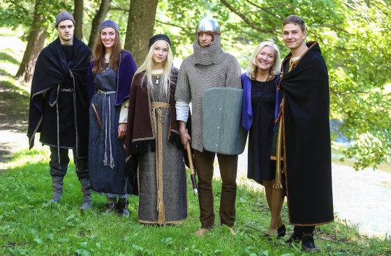 Luko Balandžio/Žmonės.lt nuotr./Danutė Keturakienė (antra iš dešinės) su modeliais