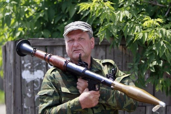 """""""Reuters""""/""""Scanpix"""" nuotr./Prorusiški teroristai netoli Krasnyj Limano miestelio, Ukrainoje."""
