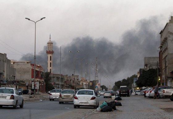 """AFP/""""Scanpix"""" nuotr./ Libijos sostinėje Tripolyje verda mūšiai"""