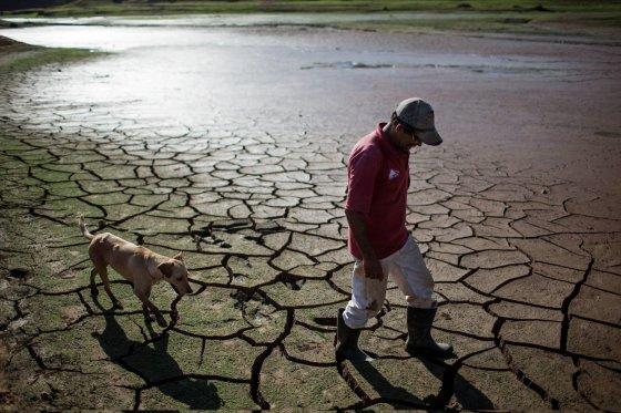 """""""Reuters""""/""""Scanpix"""" nuotr./Brazilijoje išdžiuvusi Paraibunos užtvanka"""