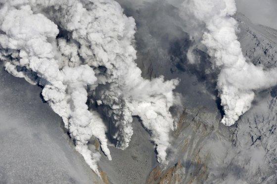 """""""Reuters""""/""""Scanpix"""" nuotr./Japonijoje išsiveržė ugnikalnis."""