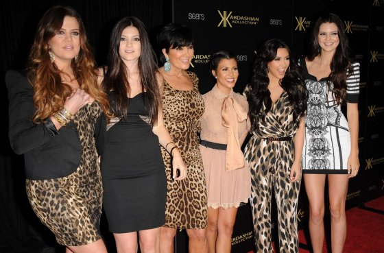 """Scanpix"" nuotr./Kris Jenner su visomis savo dukromis: Khloe, Kylie, Kourtney, Kim ir Kendall"
