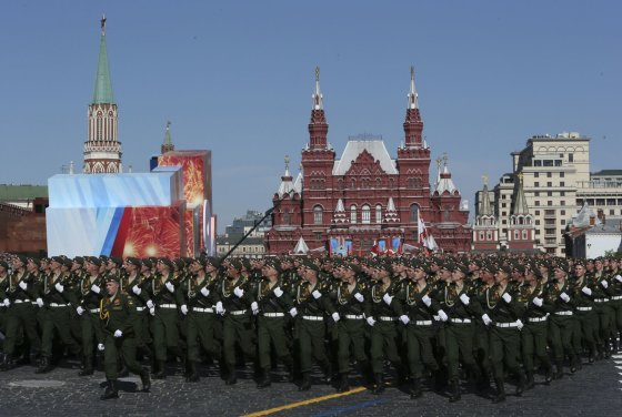 """""""Reuters""""/""""Scanpix"""" nuotr./Pergalės dienos karinis paradas Maskvos Raudonojoje aikštėje"""
