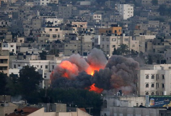"AFP/""Scanpix"" nuotr./Izraelio oro ataka Gazos mieste"