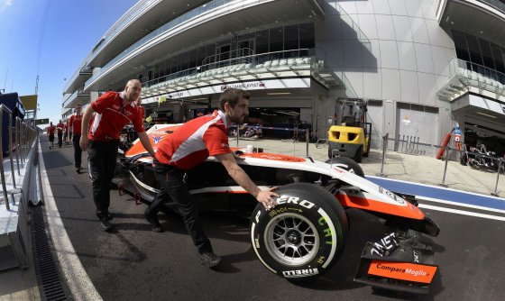 "AFP/""Scanpix"" nuotr./Stumiama ""Marussia"" komandos ""Forumlė-1"""