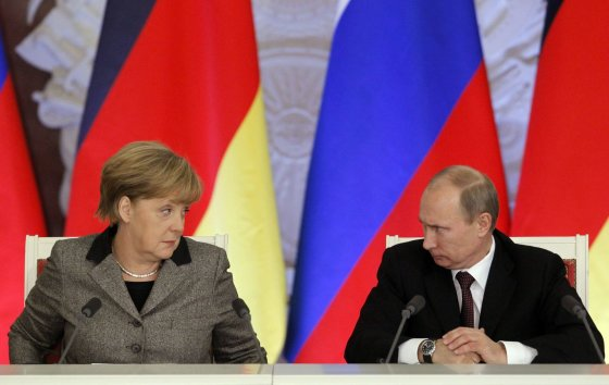 """""""Reuters""""/""""Scanpix"""" nuotr./Angela Merkel ir Vladimiras Putinas"""