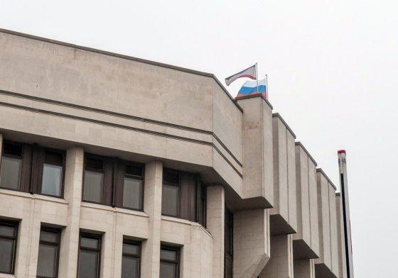 """AFP/""""Scanpix"""" nuotr./Ant Krymo parlamento iškeltas Rusijos vėliava"""
