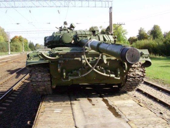 15min.lt skaitytojo nuotr./Ar dieną per Lietuvą vežti tankai neprivalėjo būti uždengti?