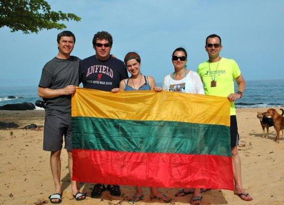 Runningforchange.lt nuotr. /Bėgikai iš Lietuvos Siera Leonėje