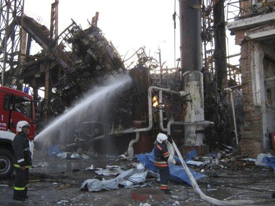 """Reuters""/""Scanpix"" nuotr./Gaisras naftos perdirbimo įmonėje Sibire"