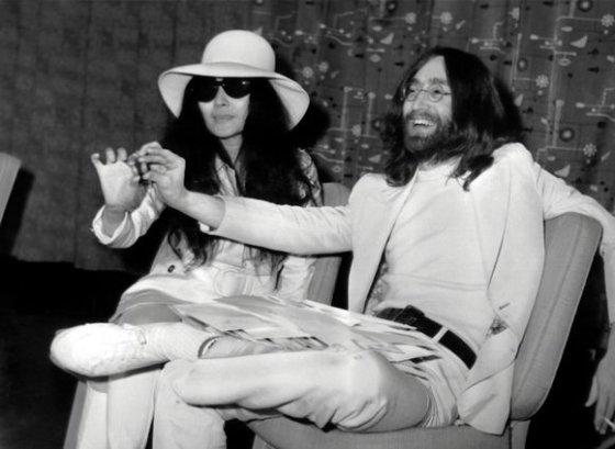 """""""Scanpix"""" nuotr./Johnas Lennonas ir Yoko Ono"""