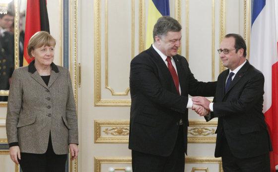 """""""Reuters""""/""""Scanpix"""" nuotr./Kijeve aptarti taikos plano susitiko Angela Merkel, Francoise Hollande'as ir Petro Porošenka 2015 m. vasario 05 d."""