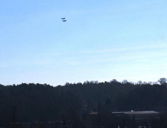 Dainiaus J. nuotr./NATO naikintuvai virš Vilniaus (Antakalnis) 2014 m. kovo 11 d.
