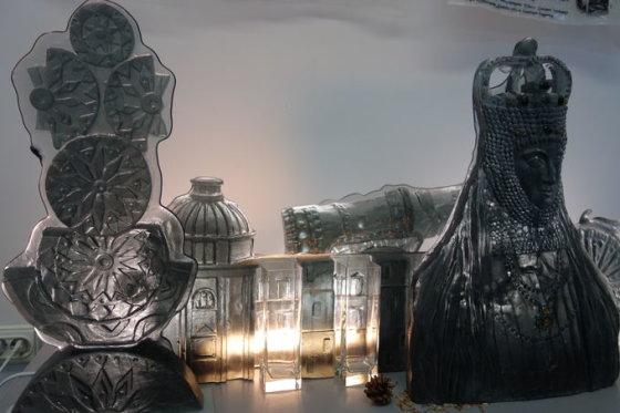 """Kauno miesto muziejaus nuotr./Stiklo darbų paroda """"Praeities lobynai"""""""