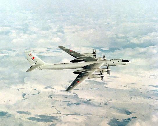 """http://commons.wikimedia.org/JAV kariškių nuotr./Tolimojo skrydžio """"Tu-142"""""""