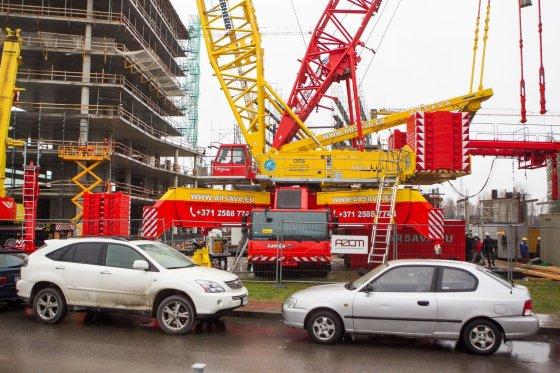 Irmanto Gelūno/15min.lt nuotr./Dėl verslo komplekso statybų uždaryta sostinės Lvovo gatvė.