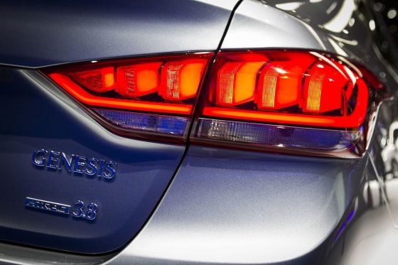 """Irmanto Gelūno/15min.lt nuotr./""""Hyundai"""" iššūkis Europoje - prabangus """"Genesis"""" sedanas"""