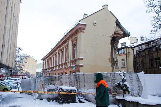 Irmanto Gelūno/15min.lt nuotr./Vilniuje nugriuvo pastato dalis.