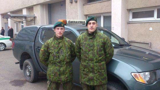 Juozo Vitkaus inžinerijos bataliono nuotr./Kazimiras Bogdanas (kairėje) ir Elvijus Baltaduonis